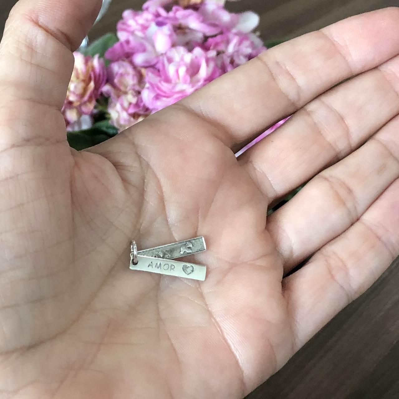 Pingente de Prata 925 Plaquinha Dupla Paz e Amor 2,1cm