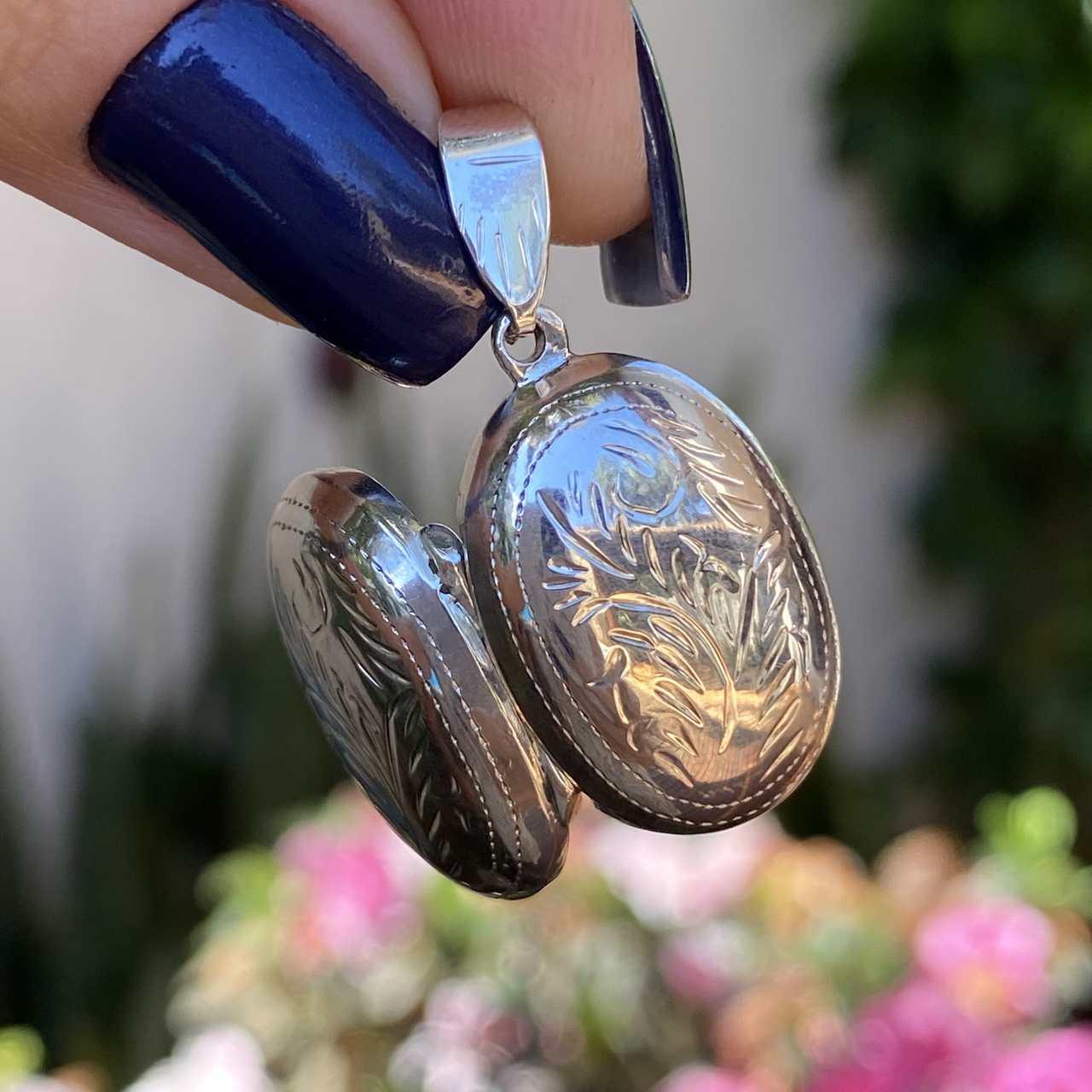 Pingente de Prata 925 Relicário Oval