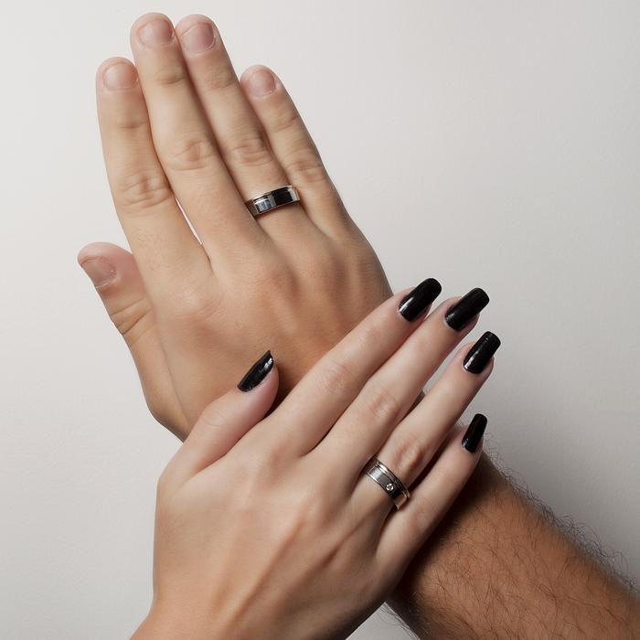 Aliança Feminina de Namoro com um Filete de Ouro e