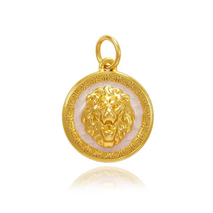 Pingente Folheado Ouro 18K Mandala Detalhada com Leão no Centro e Resina Pérolada