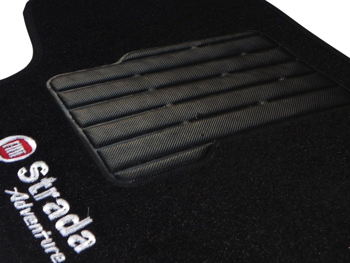 Tapete Carpete Fiat Strada Adventure 2007 2008 2009 2010 2011 2012 Cabine Dupla Personalizado com bordado nos dois tapetes dianteiros (5 peças)