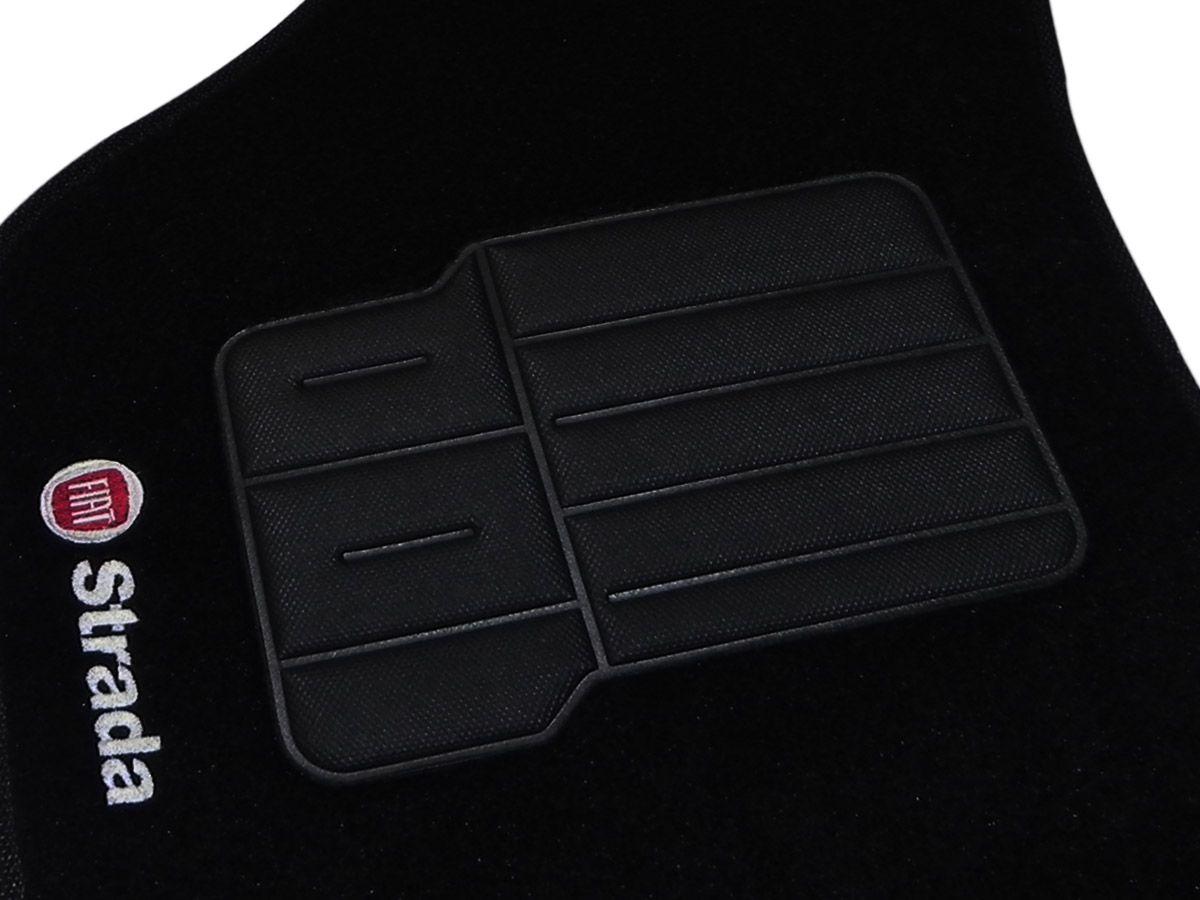 Tapete Carpete Fiat Strada Adventure 2013 2014 2015 Cabine Dupla Personalizado com bordado nos dois tapetes dianteiros (5 peças)