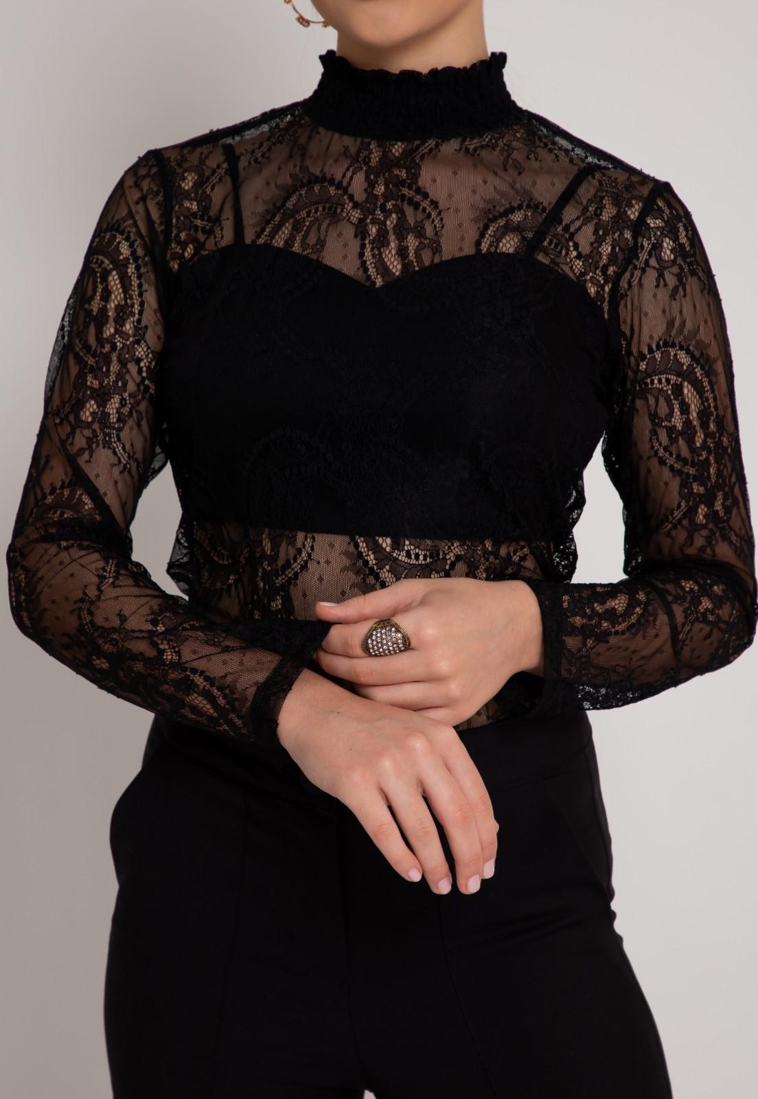 Blusa de renda preta