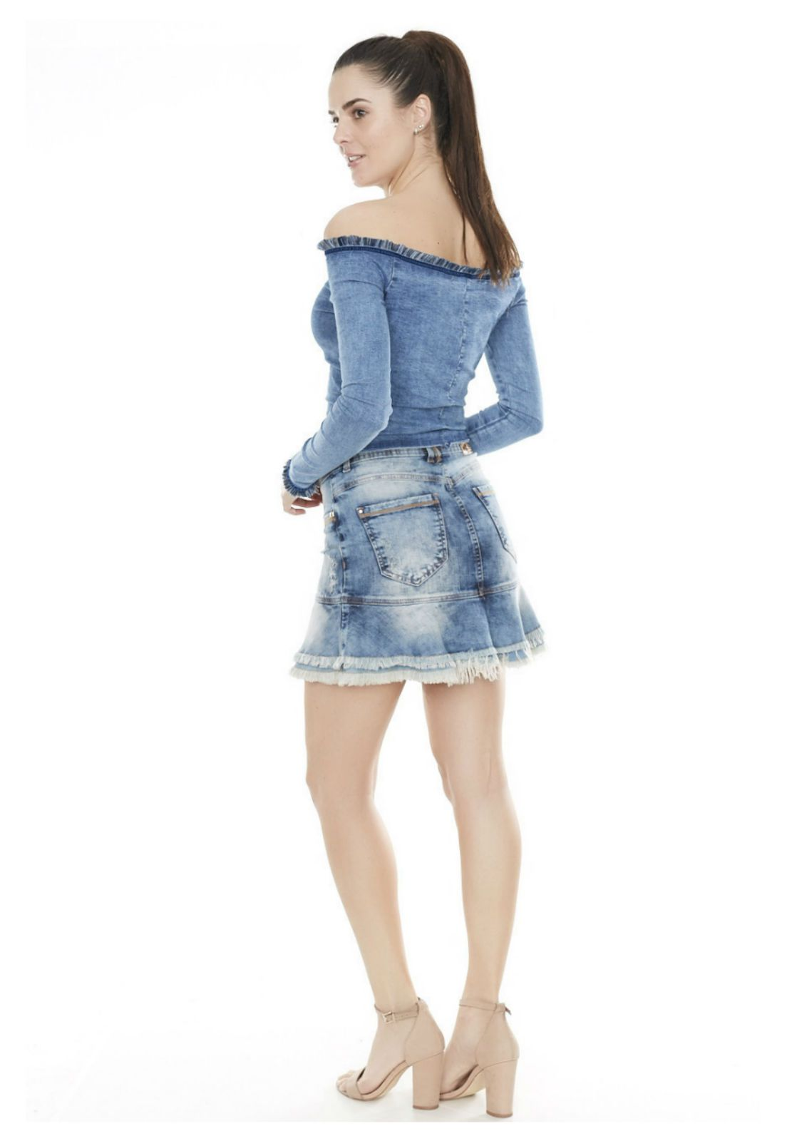 Blusa ombro a ombro jeans