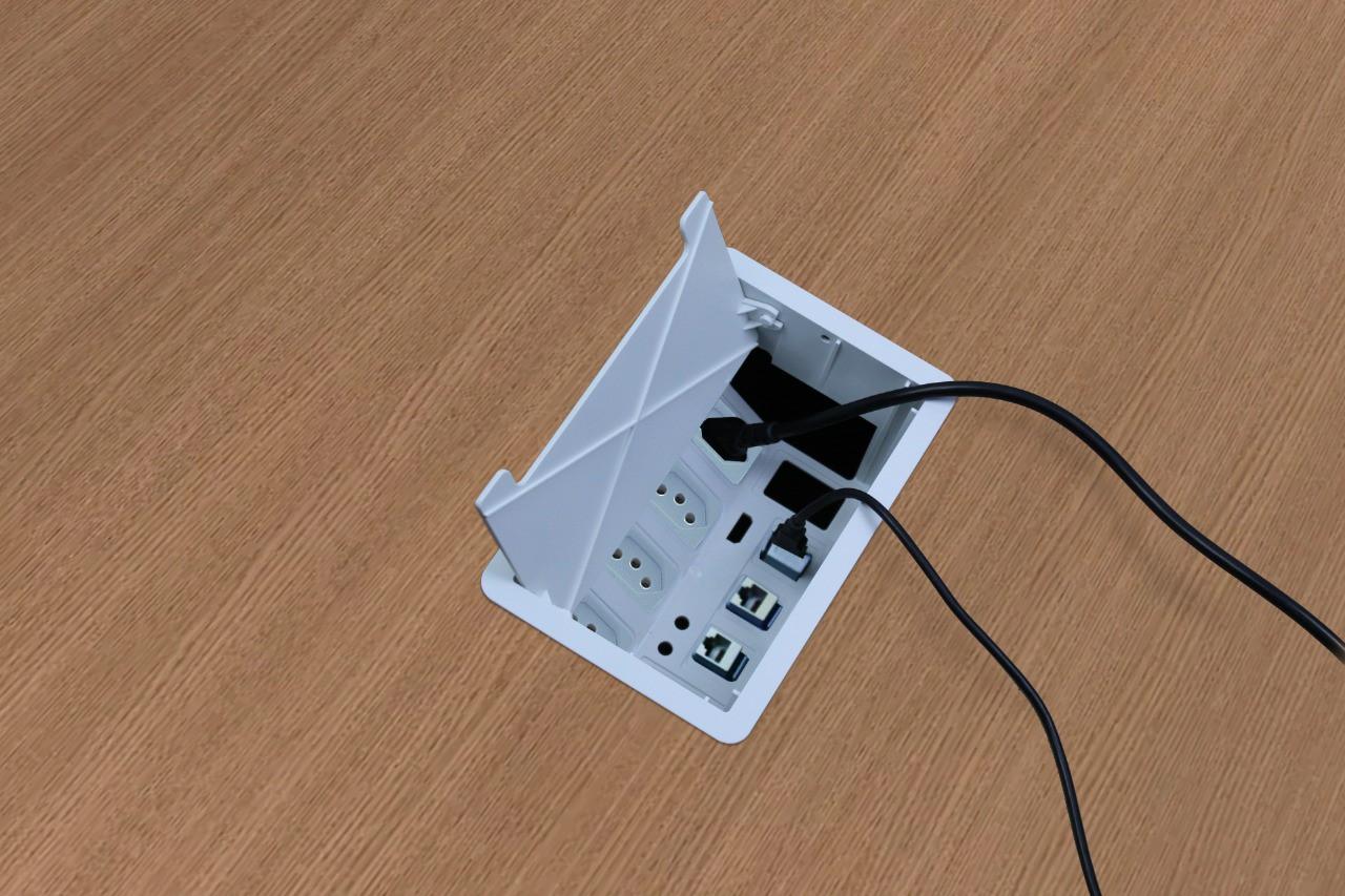 Caixa De Tomada BR Embutir Mesa com Tomadas, Rj45, Usb, Hdmi