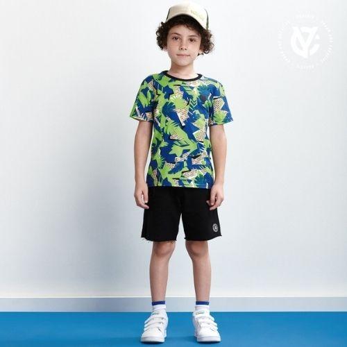 Camiseta Infantil Masculina Bege Estampa Folhas Verdes e Azuis Youccie