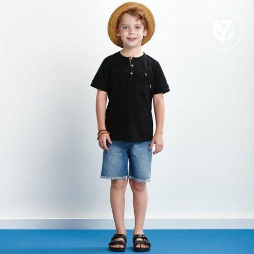 Camiseta Infantil Masculina Preta Botões Madeira