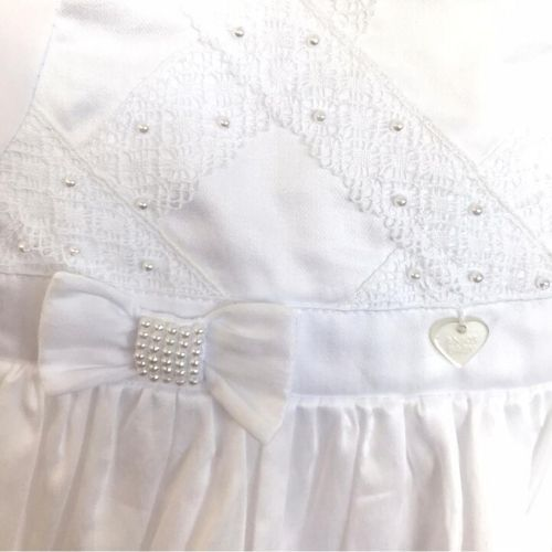 Macacão Feminino Branco com Vestido Renda e Pérolas Batizado