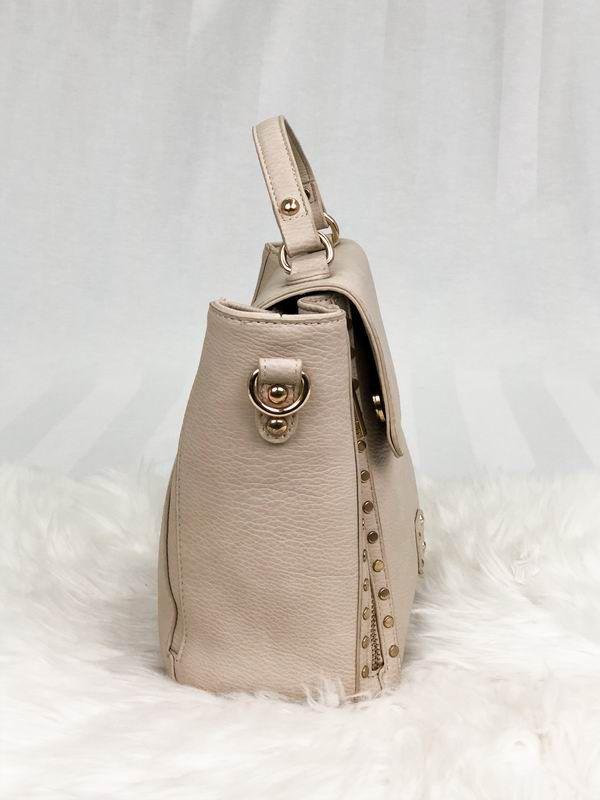Bolsa de mão Moda'cc detalhes em zíperes laterais e tachas