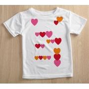 Camiseta Infantil Decote Canoa Corações Branco