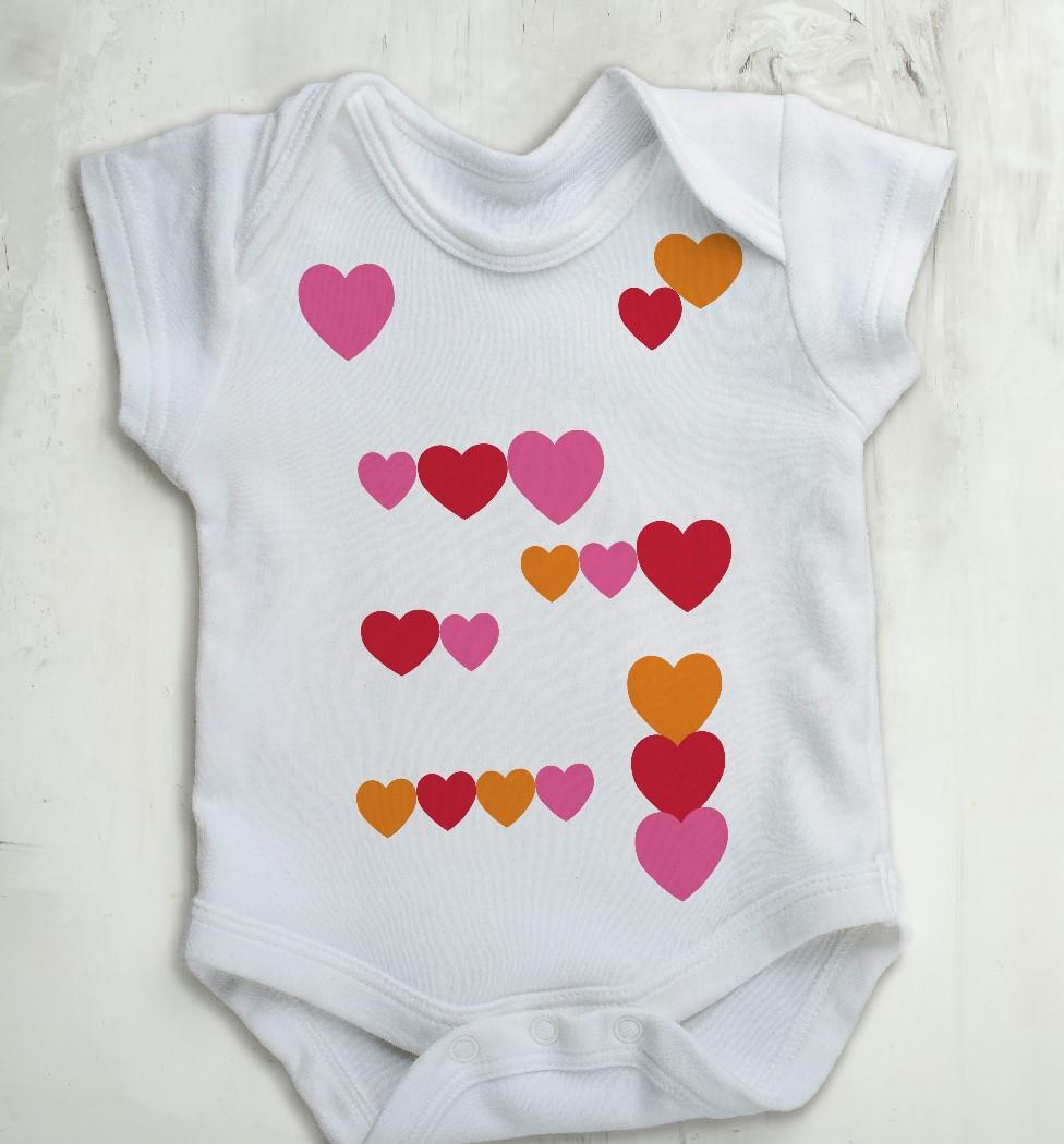 Body Bebê Decote Canoa Corações Branco
