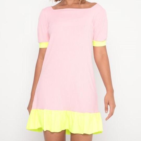 Vestido Adulto Evasê Rosa Claro e Amarelo