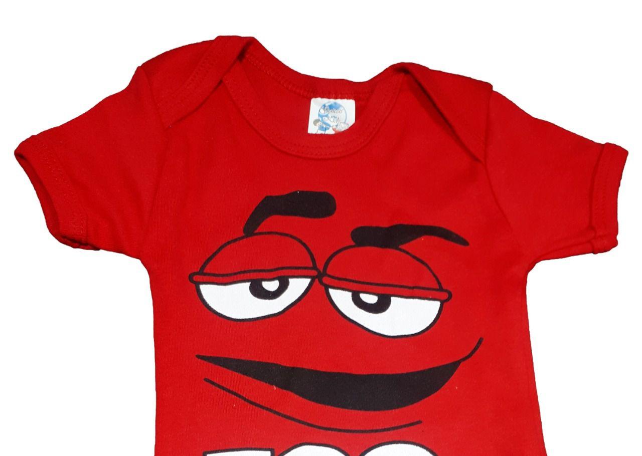 Body infantil divertido para bebê M&M amarelo e vermelho