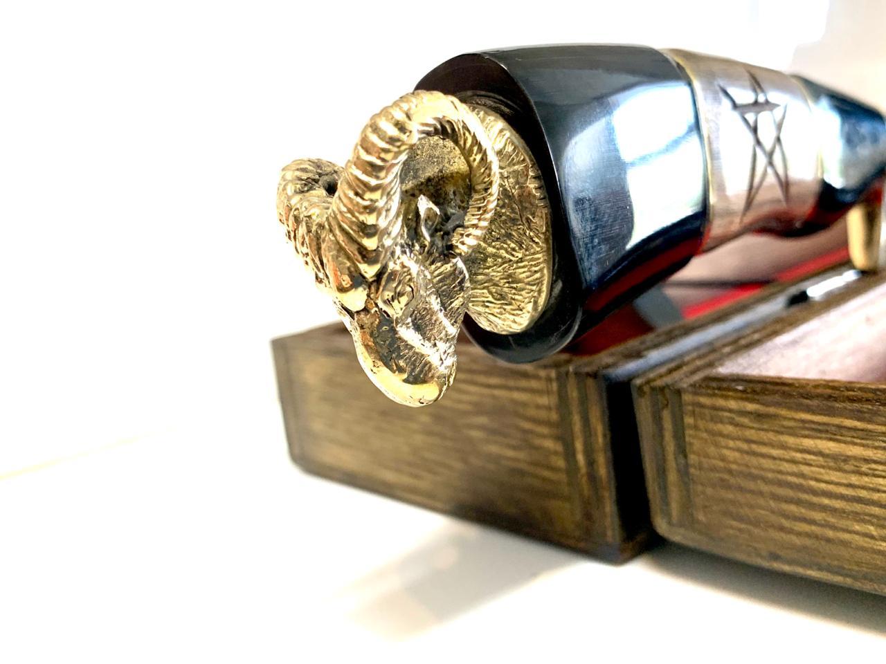 """Faca Bode 12"""" Polegadas em Aço inox 420 - Cabo em Chifre de Búfalo + Caixa Madeira com Veludo + Bainha em Couro - LUXO"""