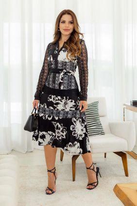 Vestido em viscolinho com recortes em renda