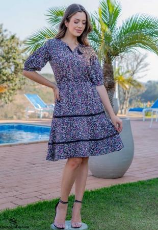 Vestido evasê em crepe estampado com detalhes em renda luciana pais