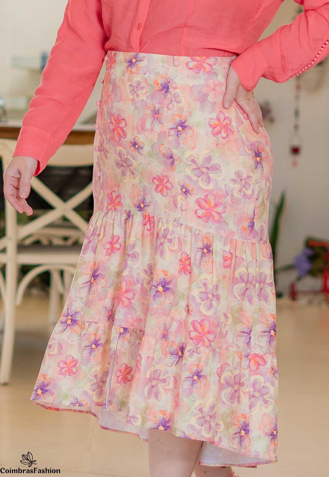 Saia Estampada Plus Size Em Crepe E Botões Frontais Kauly