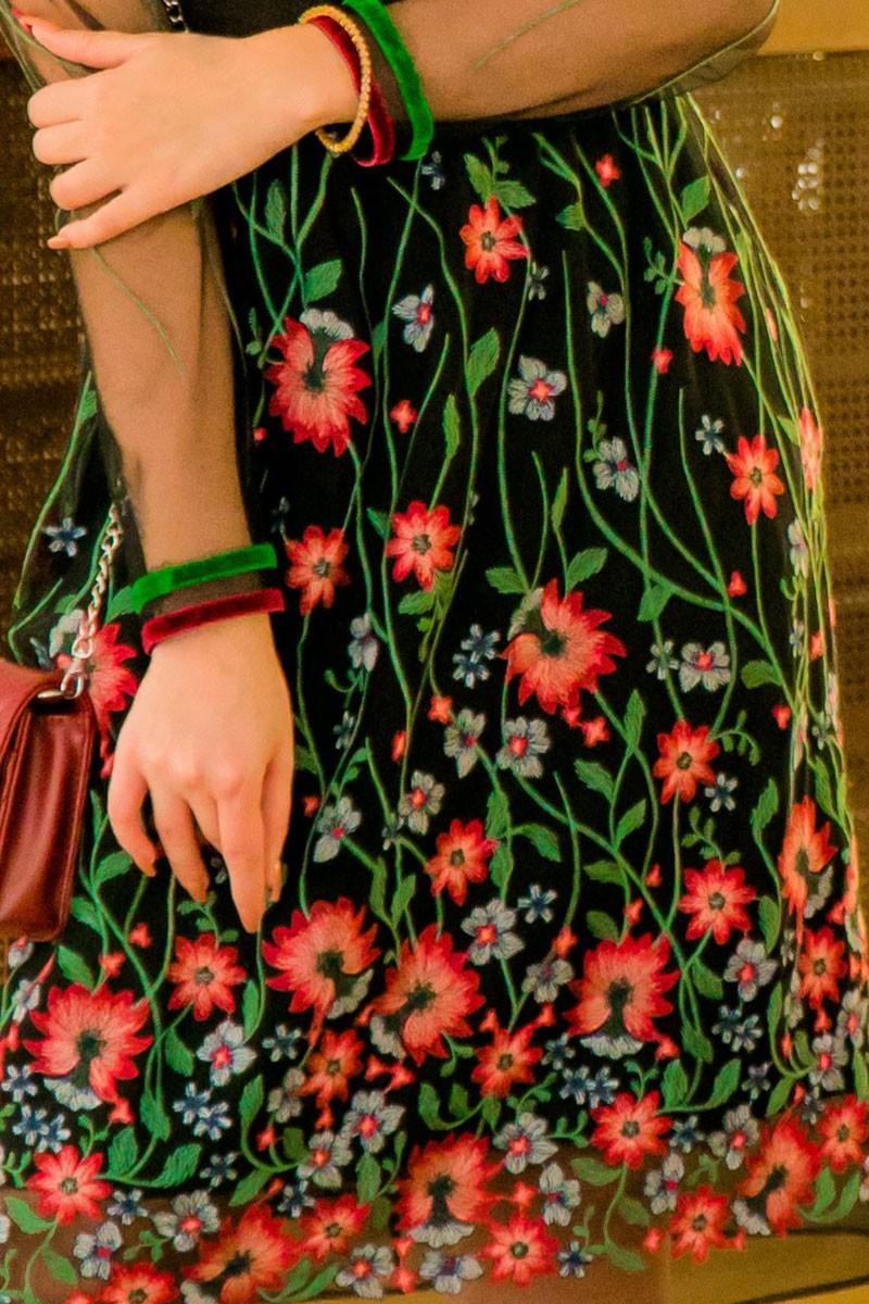 Vestido Evasê em tule bordado Manga Longa Kauly