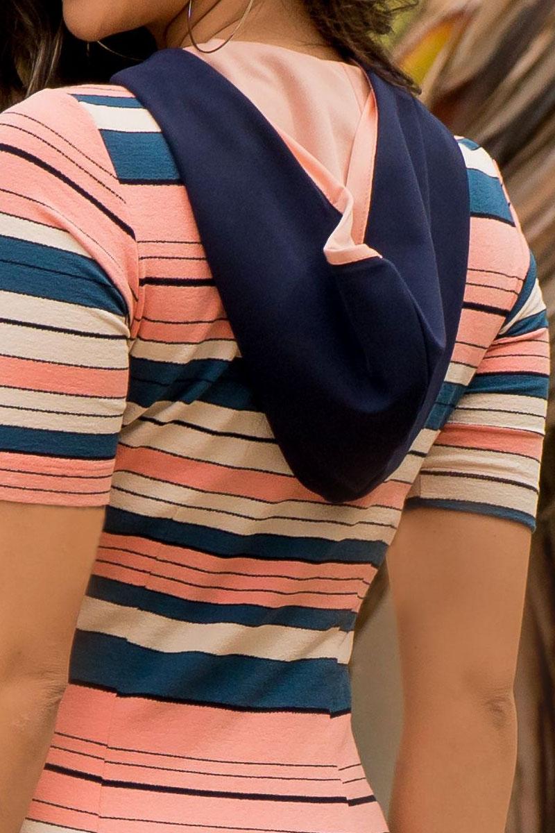 Vestido Tubinho Luciana Pais Listrado com Capuz