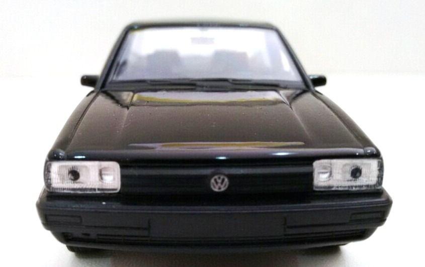 Miniatura Volkswagen Santana 1989 Welly 1/36 Preto