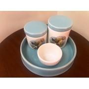 Kit de Higiene em porcelana com 4 peças - Azul bebe com branco