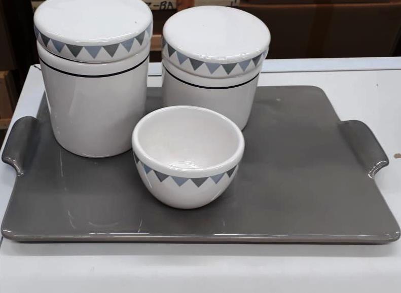 Kit de Higiene em porcelana com 4 peças - Cinza Triangulo