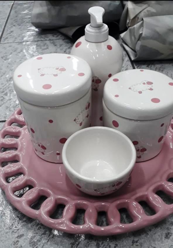 Kit de Higiene em porcelana com 4 peças - Ovelha Rosa com Poa