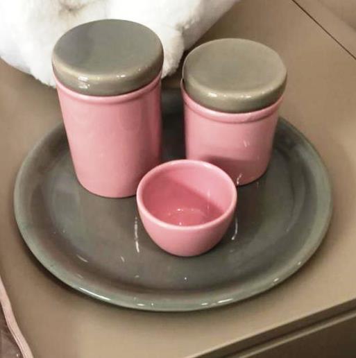 Kit de Higiene em porcelana com 4 peças - Rosa com Cinza