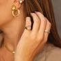 Anel de dedinho ajustável com coração cravejado colorido banhado a ouro 18k