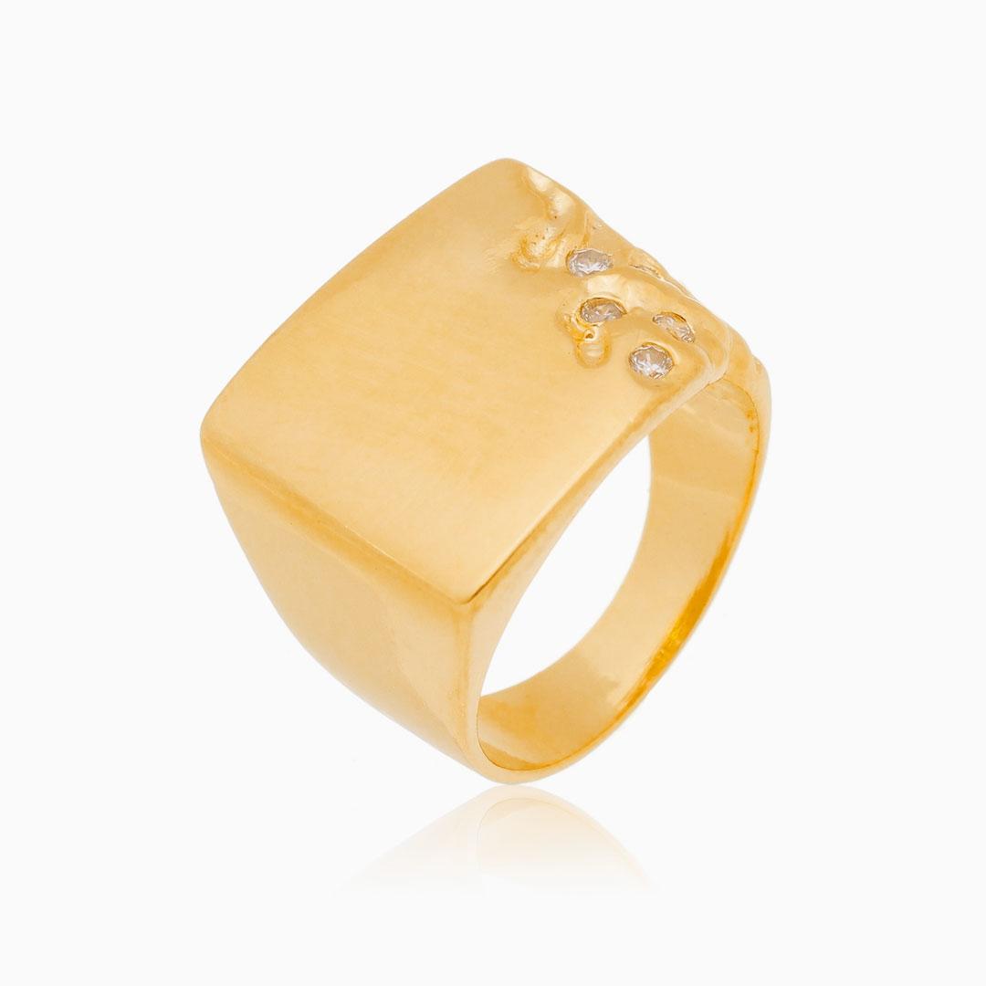 Anel quadrado com detalhe cravejado em zircônia banhado a ouro 18k