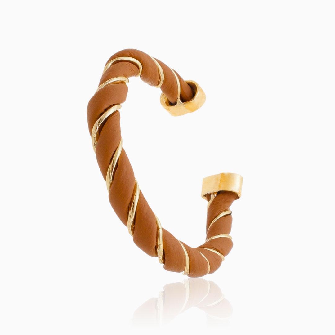 Bracelete ajustável torcido com couro terra banhado a ouro 18k