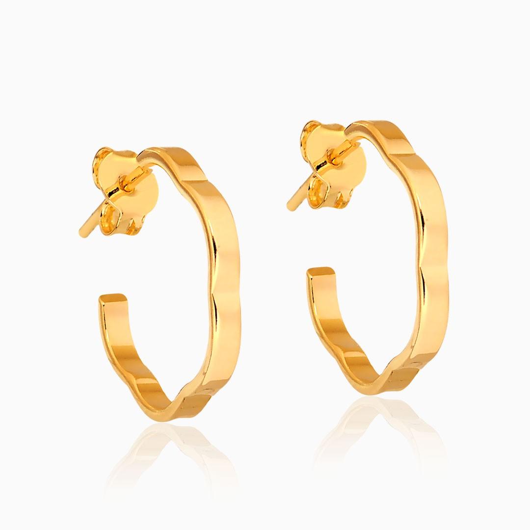 Brinco de argola em formato de flor banhado a ouro 18k