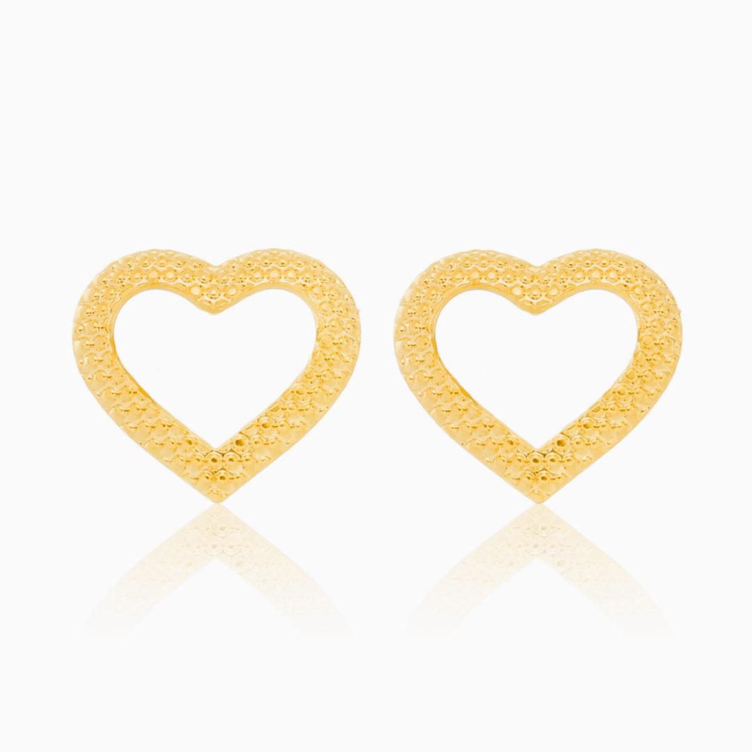 Brinco de coração vazado banhado a ouro 18k