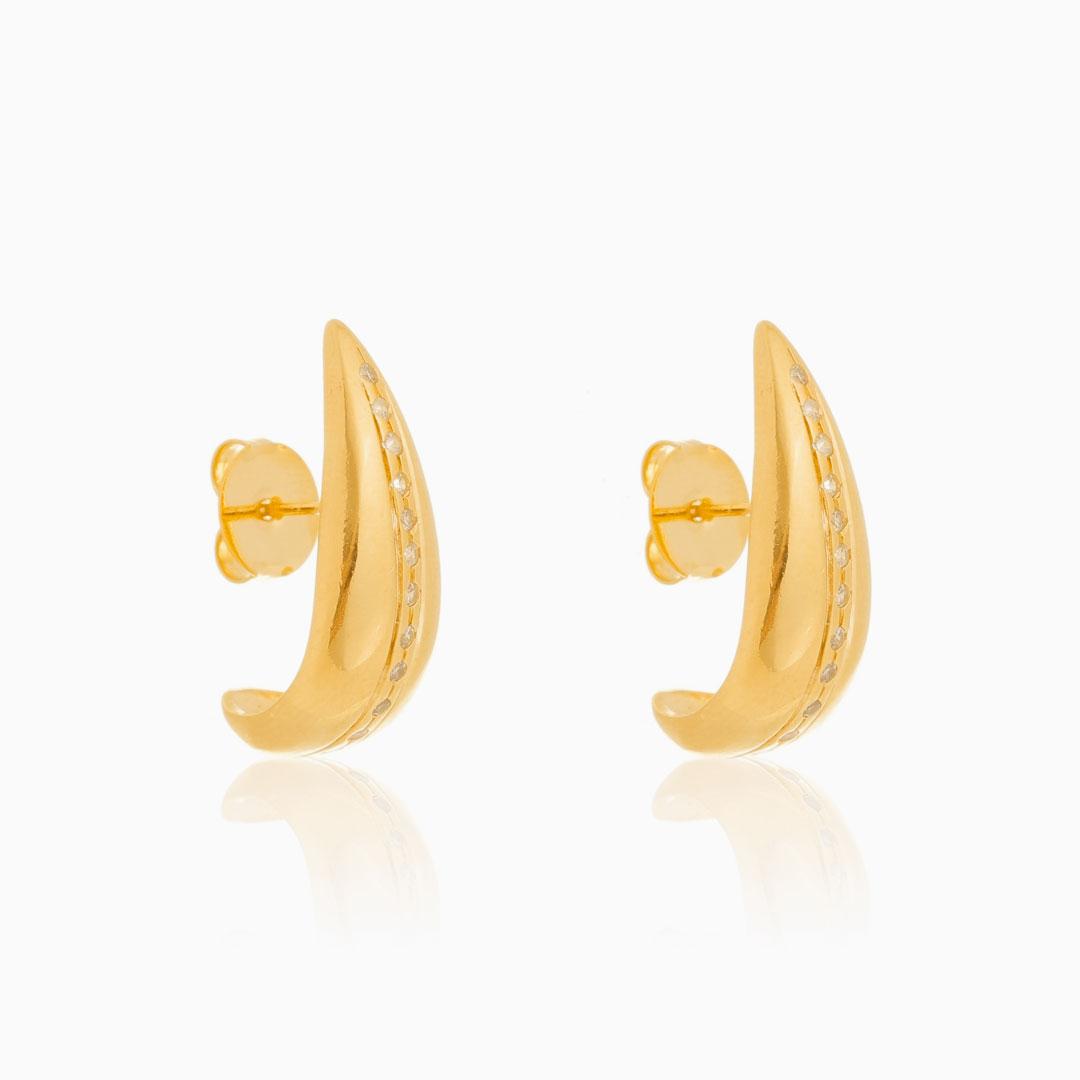 Brinco ear hook abaulado com zircônia banhado a ouro 18k