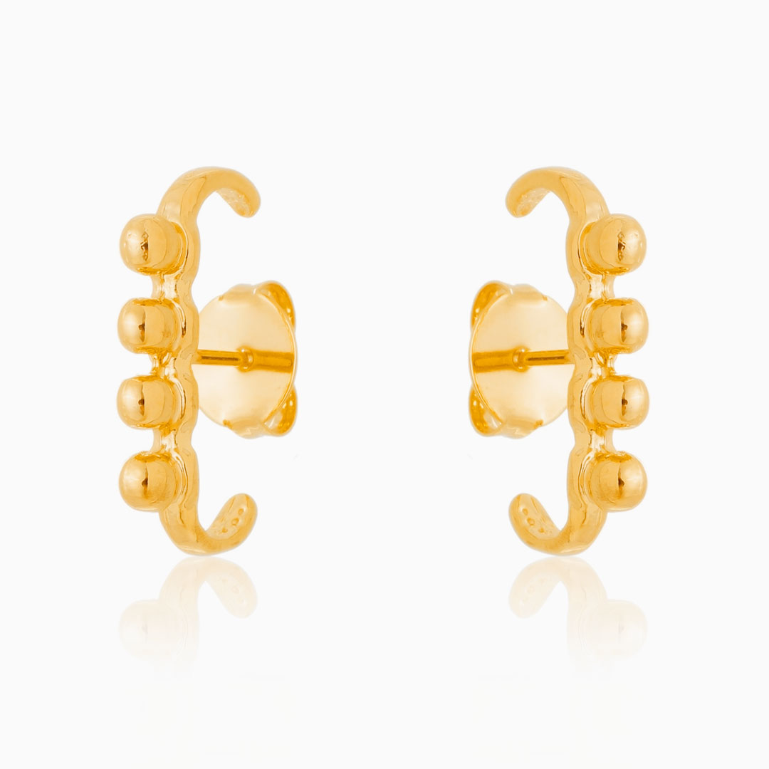Brinco ear hook com esferas banhado a ouro 18k