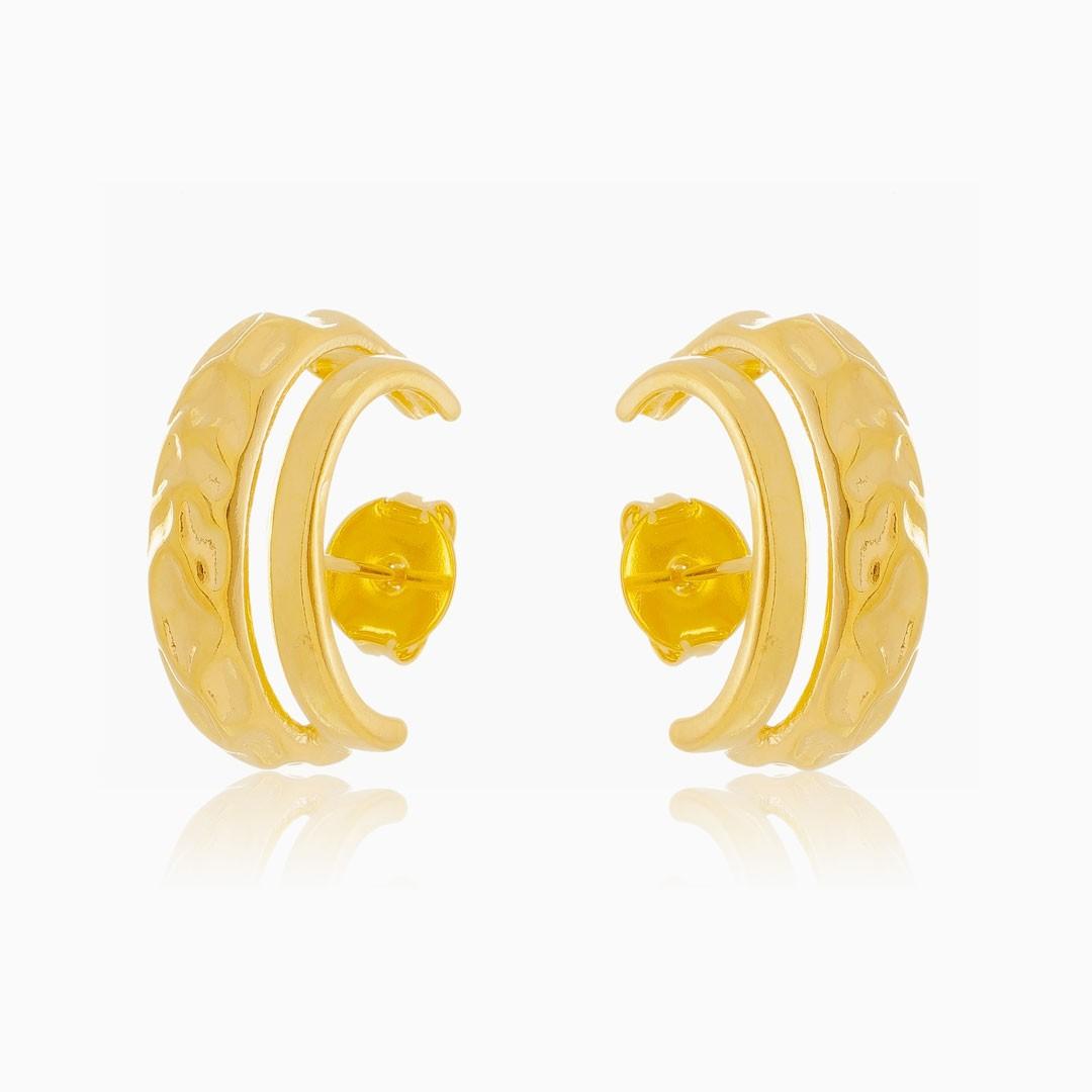 Brinco ear hook duplo amassado banhado a ouro 18k