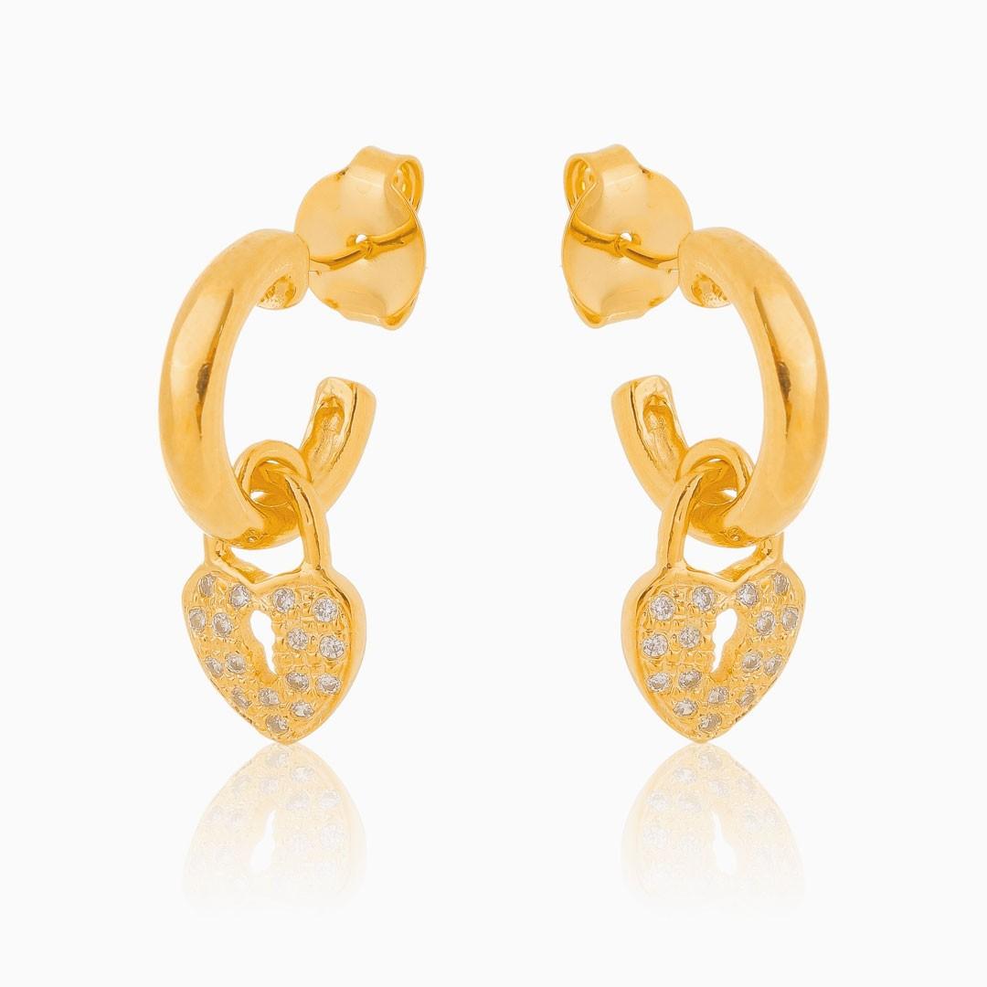 Brinco de argola Manu com coração cadeado cravejado banhado a ouro 18k
