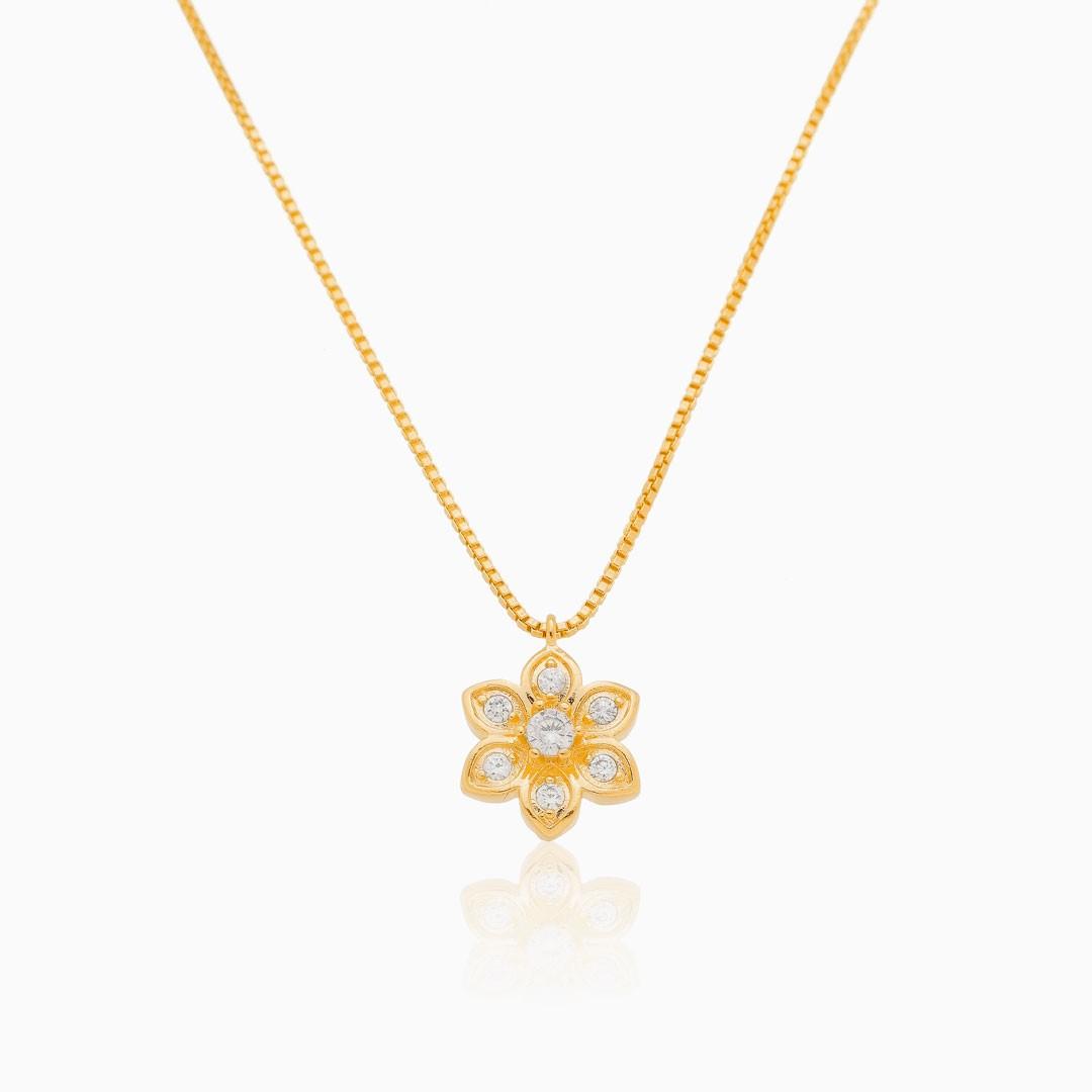 Colar Cecília com flor cravejada banhado a ouro 18k