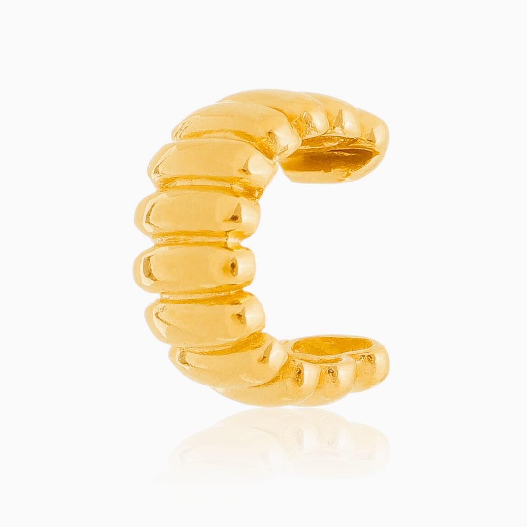 Piercing com detalhes em relevo banhado a ouro 18k