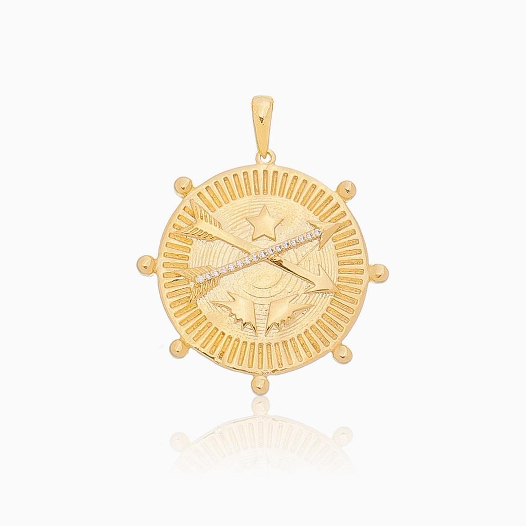 Pingente Maju com flecha cravejada banhado a ouro 18k