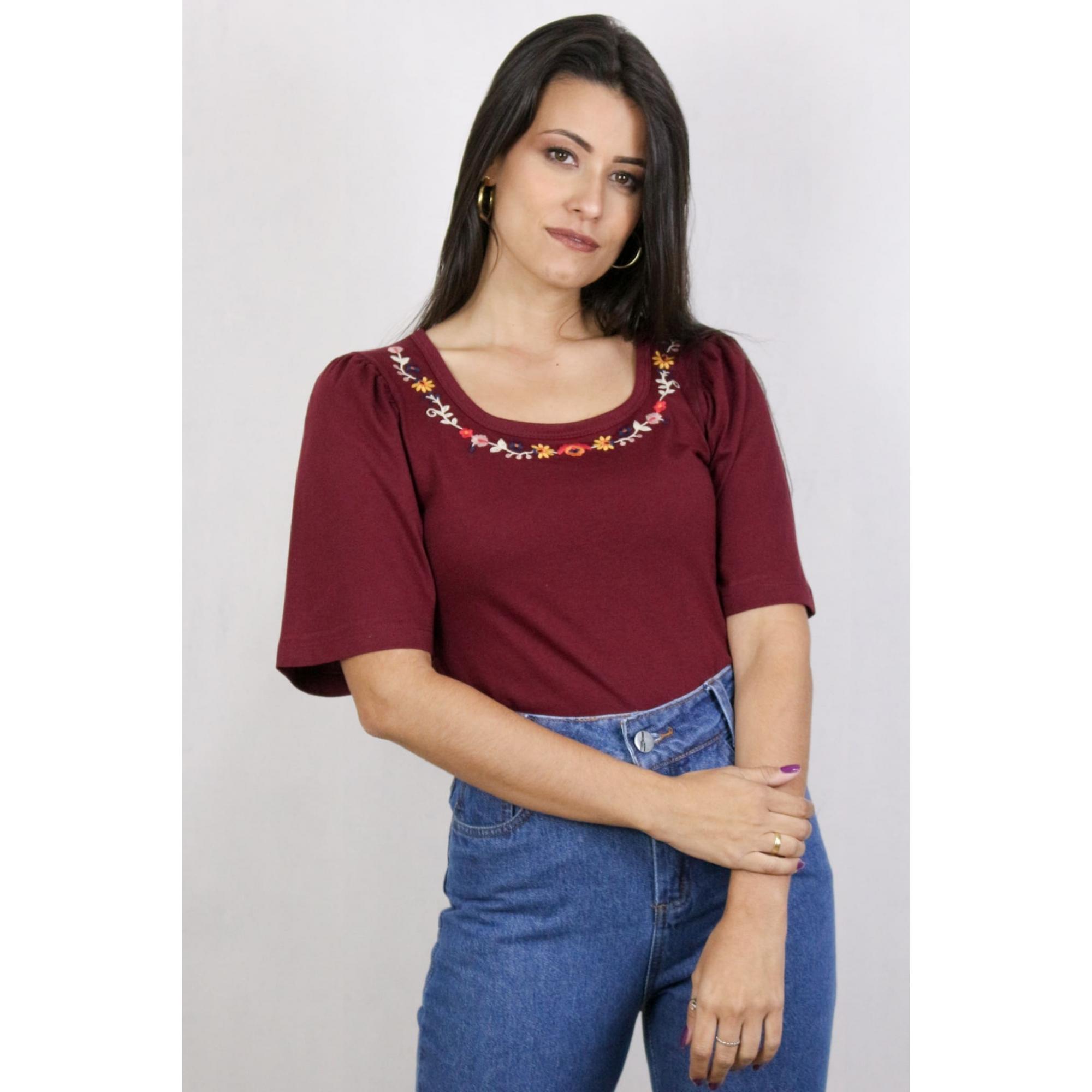 Blusa Feminina com Detalhe de Bordado