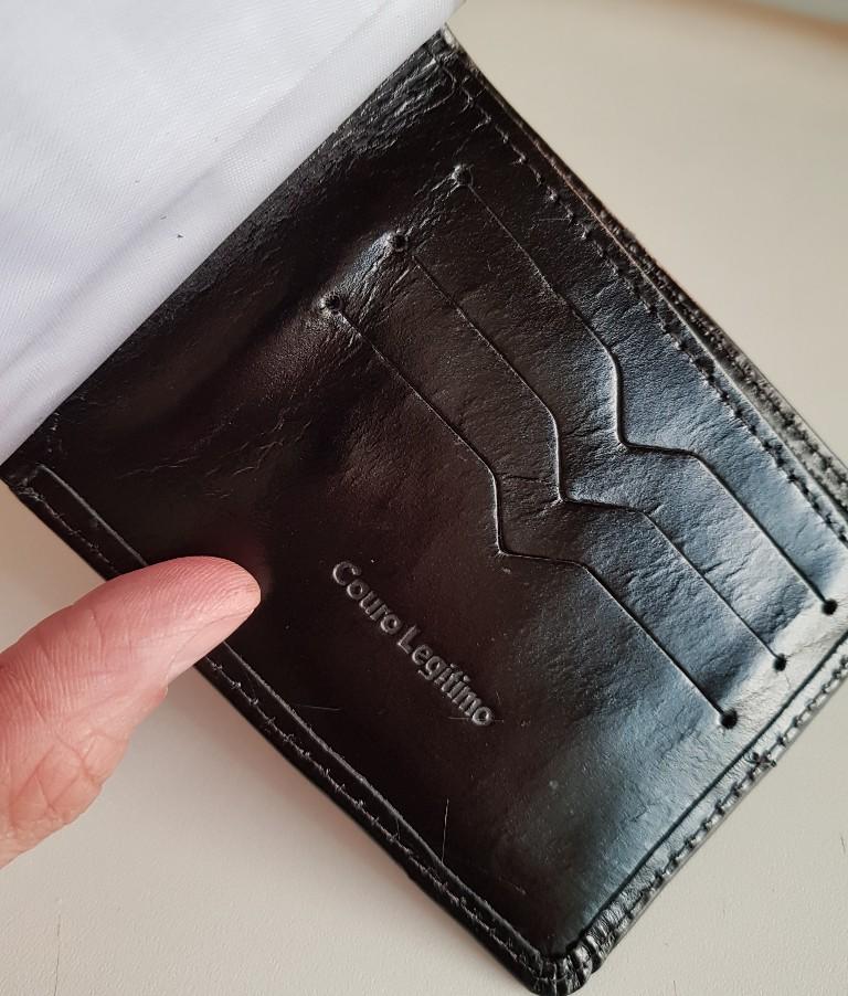 Carteira Masculina discreta Porta moeda e documentos feita em Couro Legítimo