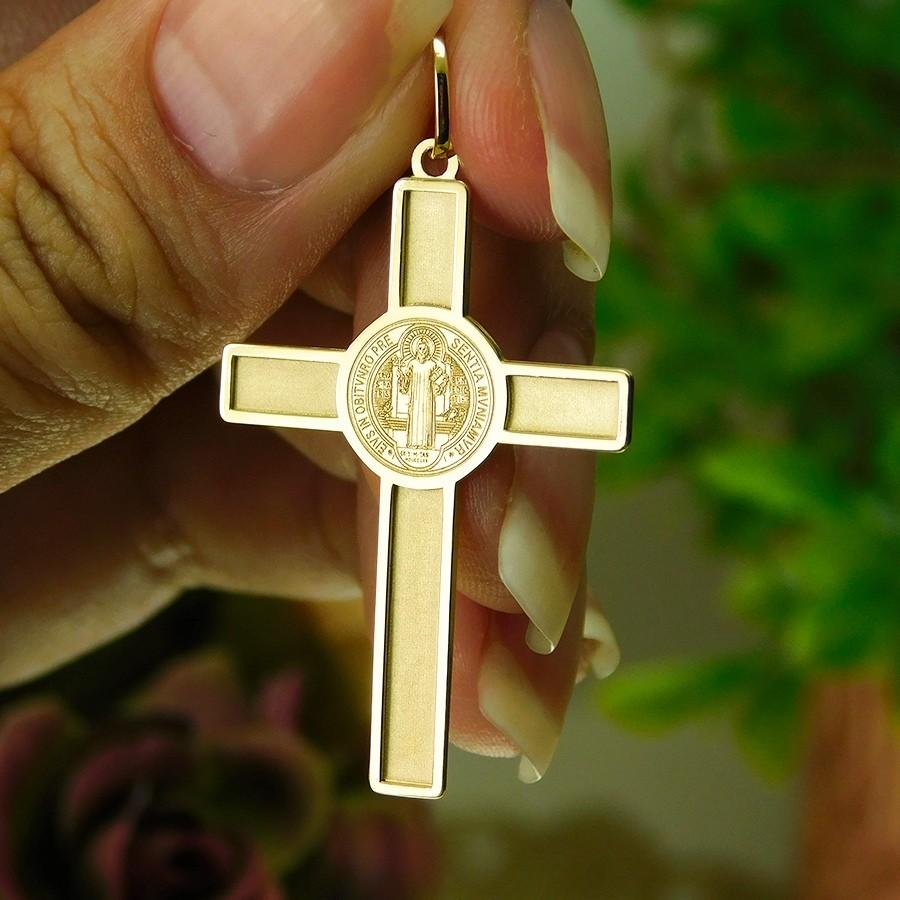 Pingente em Ouro 18K Crucifixo de São Bento PN9010