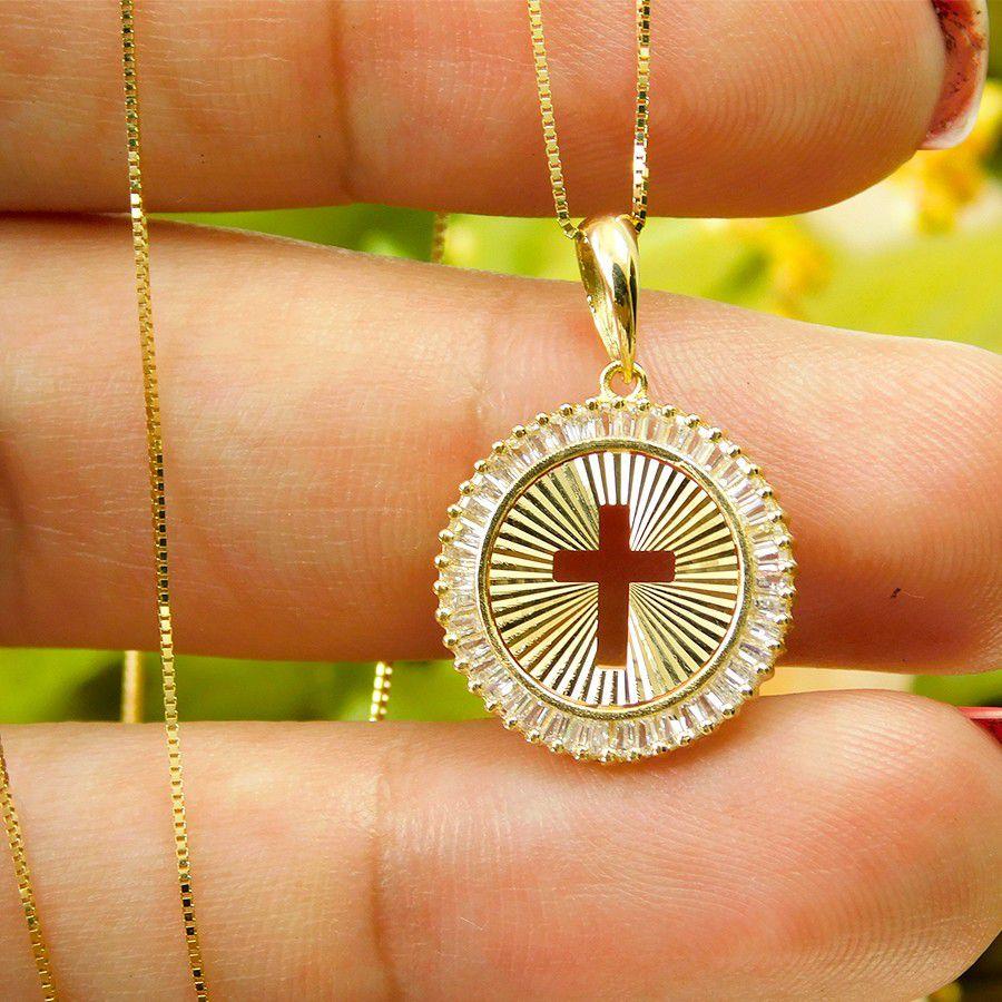 Pingente em Ouro 18K Medalha Crucifixo com Zircônia PN177Z