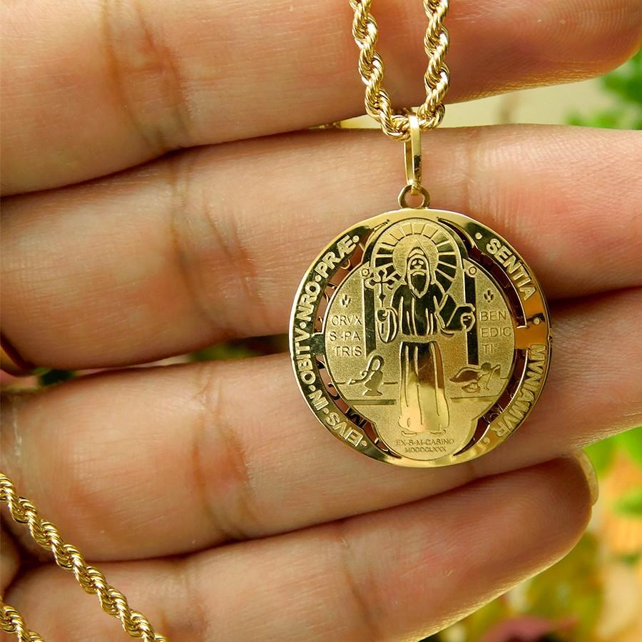Pingente em Ouro 18K Medalha da Cruz de São Bento PGE02