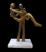 Escultura Casal Aluminio Base Marmore Dourada