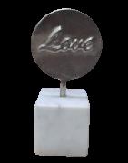 Escultura Marmore Alumíno Love Prata