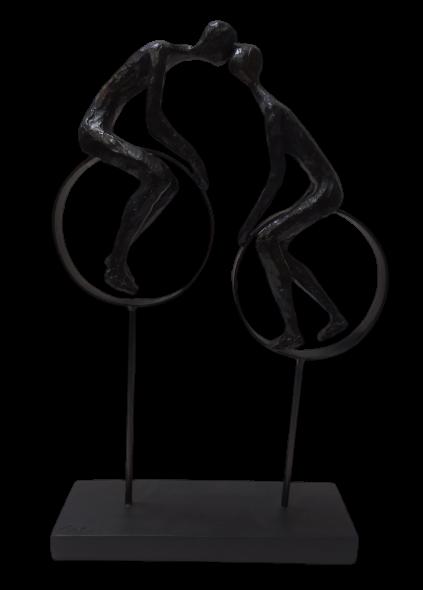 Escultura Casal Se Beijando