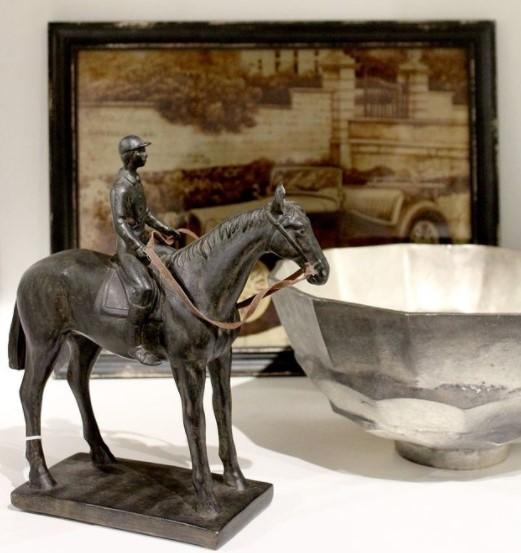 Escultura Homem no Cavalo 27 cm