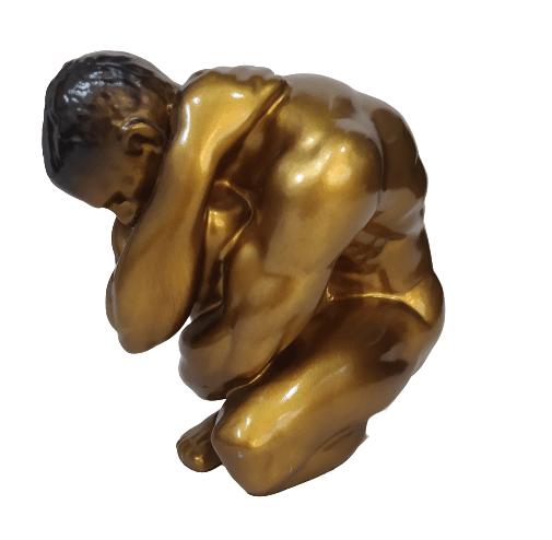 Escultura Man Encolhido Dourado